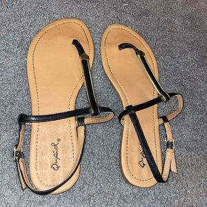 {QUPID} Black And Gold Sandals